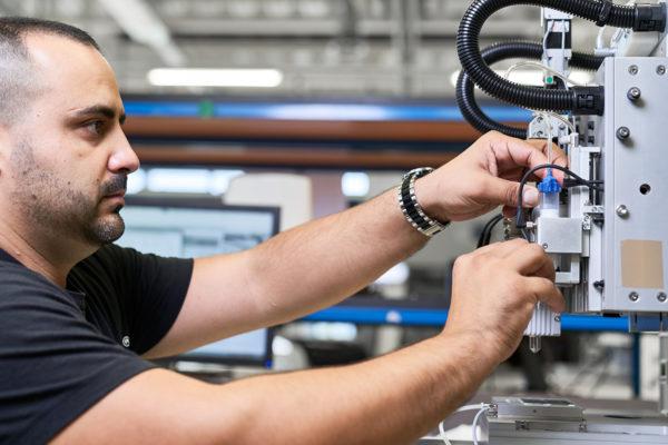 REGENHU-Switzerland-3d-bioprinting-instrument-bio-3d-bioprinter-Technician-0001